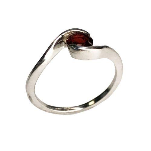 anillo granate rojo plata