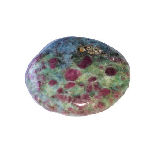 piedra plana rubí sobre fucsita